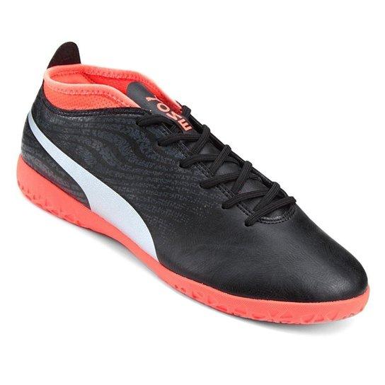 47a6c7083a Chuteira Futsal Puma One 18.4 IT BDP - Preto e Vermelho - Compre ...