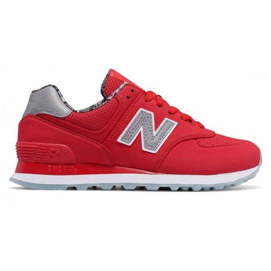 7135ec68085 Tênis New Balance 574 Feminino - Vermelho e Prata - Compre Agora ...