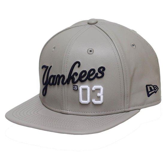 3b63b3b24c Boné New Era Aba Reta Snapback Mlb Ny Yankees Leather Script - Bege