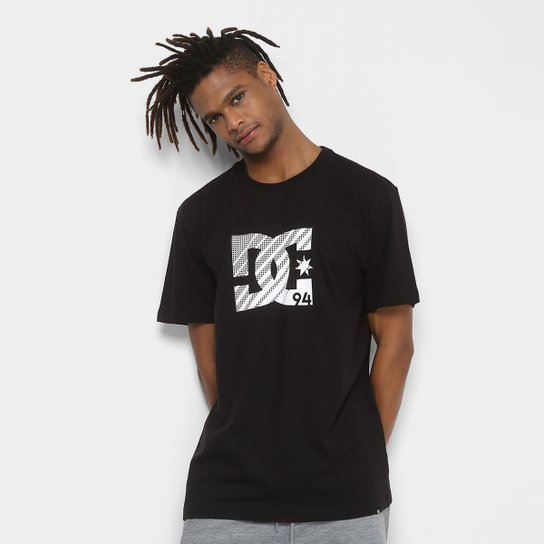 Camiseta DC Shoes Bas Visual Masculina - Preto - Compre Agora  ec86f7cca6d34