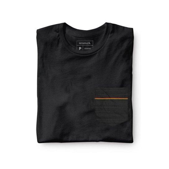 1cc98539f Camiseta Malha Preta Bolso Preto Reserva Masculina - Preto   Netshoes