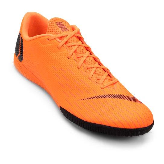 4ae19a54fd0 Chuteira Futsal Nike Mercurial Vapor 12 Academy - Laranja e Preto ...
