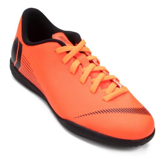 f95162e10b818 Chuteira Futsal Infantil Nike Mercurial Vapor 12 Club - Laranja e ...