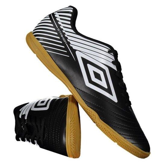 aa3404eba73a1 Chuteira Futsal Umbro Striker - Preto | Netshoes