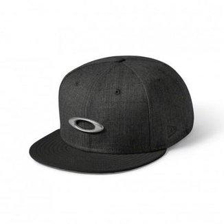 Compre Bonés Oakley Metal Gascan Online   Netshoes 68285a59b0