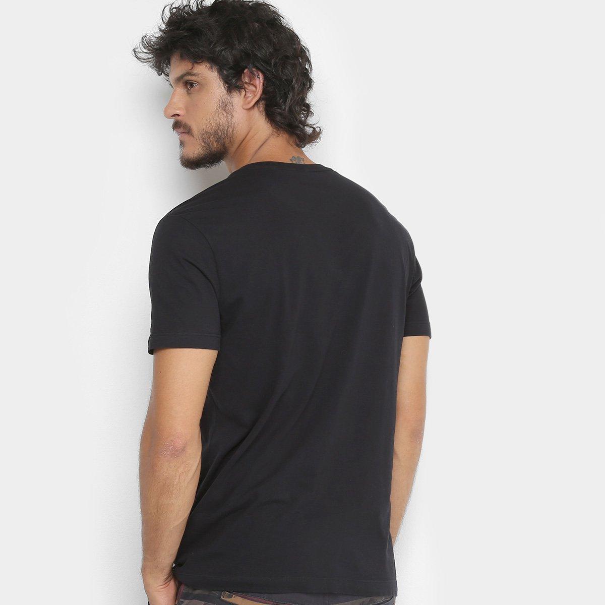 ae3a6596e574a Camiseta Calvin Klein Estampa Básica Masculina