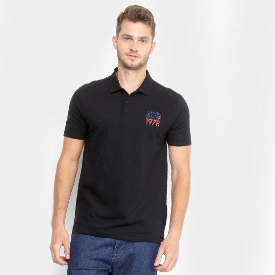 79f8422438 Camisa Polo Calvin Klein Piquet Estampada Masculina - Preto - Compre ...