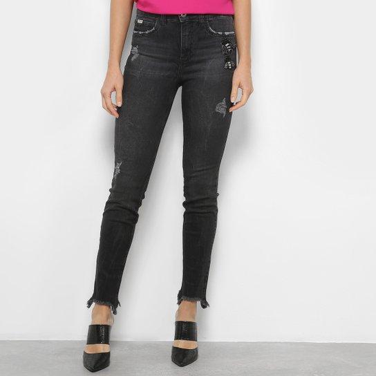 1a950ac9e Calça Jeans Skinny Colcci Destroyed com Bordado - Preto   Netshoes