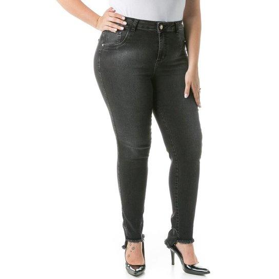911a8949254c7a Calça Confidencial Extra Plus Size Jeans com Barra Assimétrica Feminina -  Preto