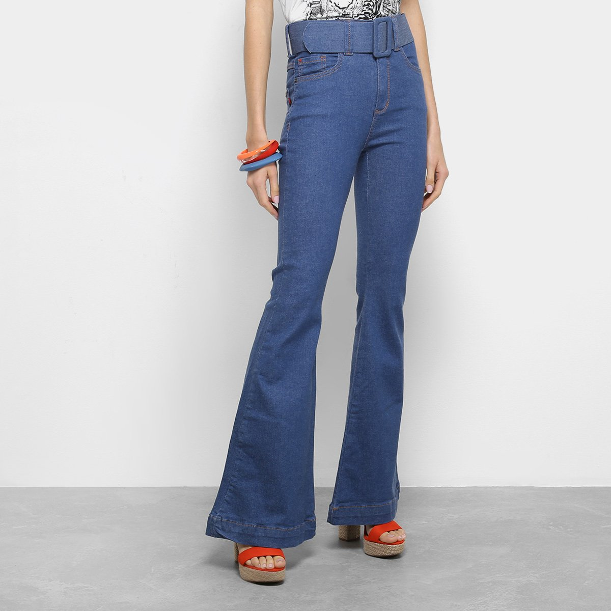 a6ee70c45 Calça Jeans Flare Forum Com Maxi Cinto Cintura Alta Feminina