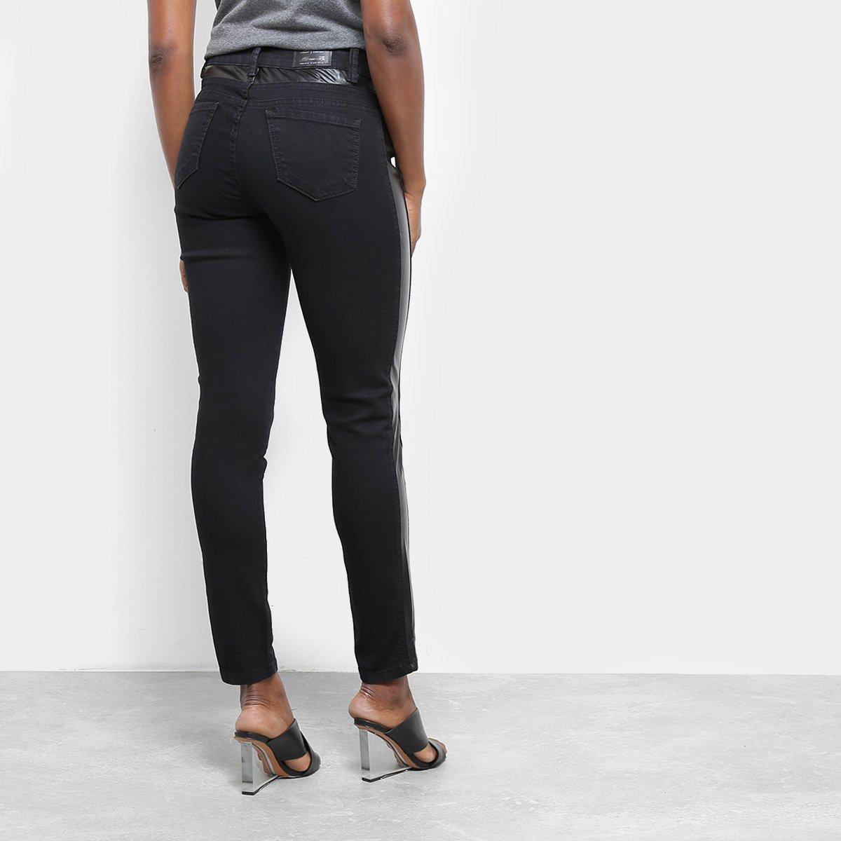 63f7a4c436 Foto 2 - Calça Jeans Cigarrete Sawary Detalhe Couro Sintético Cintura Média  Feminina
