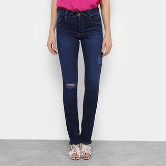 0d512b2c04 Calça Jeans Reta Biotipo Puídos Barra Desfiada Cintura Média Melissa  Feminina