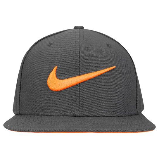 Boné Nike Aba Reta QT Pro Swoosh - Compre Agora  919c59dbc868d