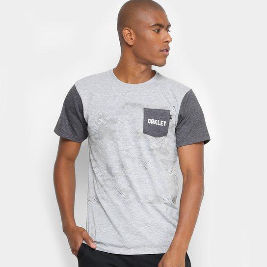 ca201894af989 Camiseta Oakley Especial Mod Highest Camo Block SP Masculina - Cinza ...