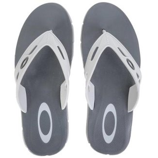 Compre Chinelo Oakley Operative Masculino Online   Netshoes f4fe71a7a2