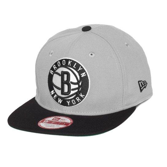 19a6e828e0d36 Boné New Era Snapback OF Brooklyn Nets - Cinza - Compre Agora