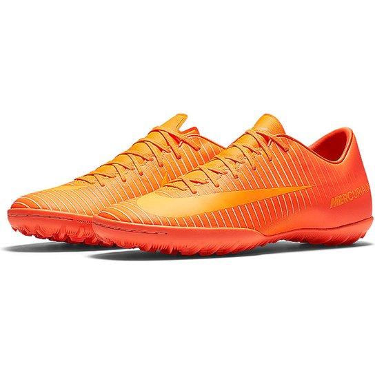 7e5380a60294d Chuteira Society Nike Mercurial Victory 6 TF Masculina - Laranja+Areia