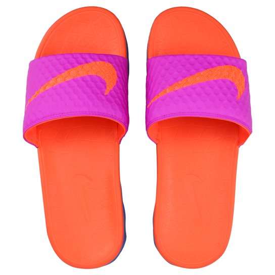 6a621c567e03 Chinelo Nike Benassi Solarsoft - Pink e Laranja - Compre Agora ...