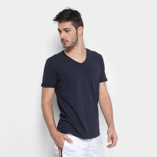 f36dcbe9a4055 Camiseta Calvin Klein Gola V Estampa Costas Masculina - Marinho ...