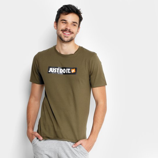 cb4cd7129530c Camiseta Nike Nsw HBR Masculina - Verde Militar - Compre Agora ...