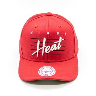 Boné Mitchell   Ness Curs Retro Script NBA Miami Heat Snapback 49848ce7657