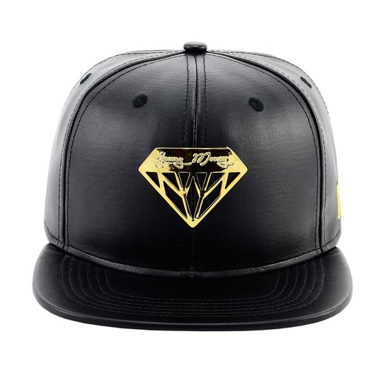 Bone Aba Reta Young Money Snapback Diamante - Preto e Dourado ... b13d1dc7e0d