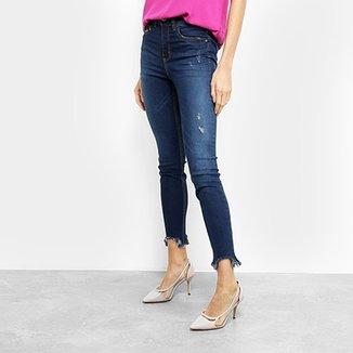 6496ebedc Calça Jeans Skinny Colcci Bia Estonada Puídos Barra Desfiada Feminina