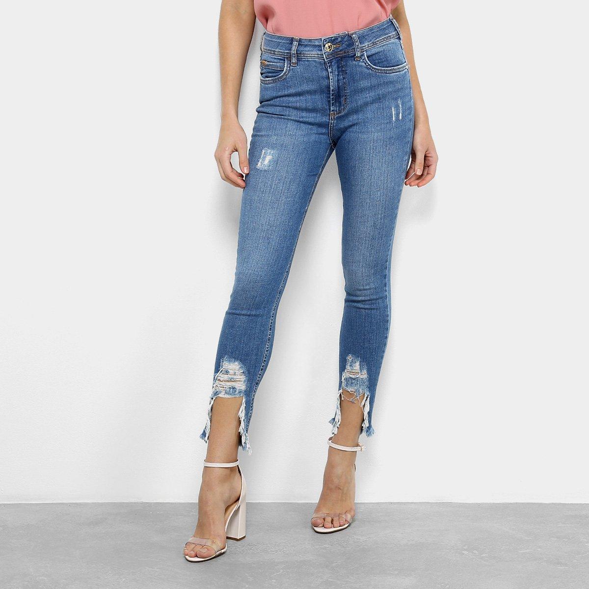 4cac2966c Calça Jeans Skinny Colcci Bia Estonada Barra Destroyed Cintura Média  Feminina