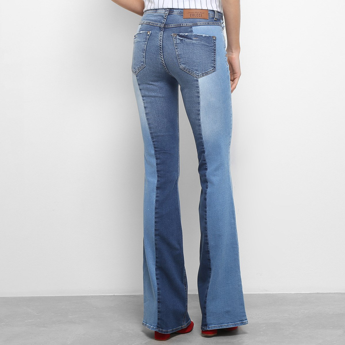 ... Foto 2 - Calça Jeans Flare Colcci Boot Cut Cintura Média Feminina 93b3468d907