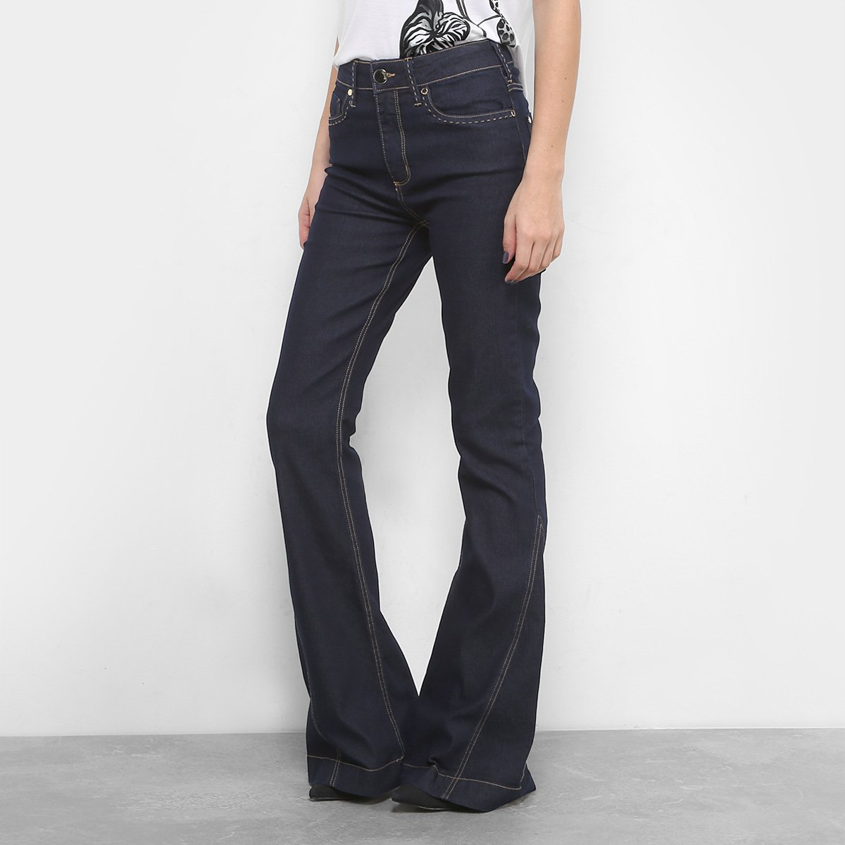 167bef80f Calça Jeans Flare Forum Pesponto Cintura Alta Feminina. undefined
