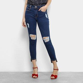 2519cff86 Calça Jeans Skinny Lança Perfume Capri Rasgos Joelho Cintura Média Feminina