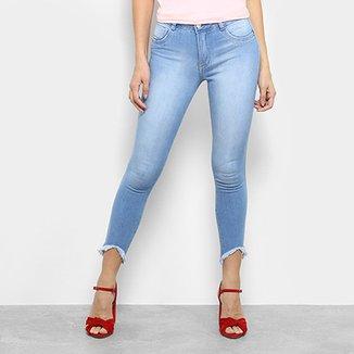 e5a52f40b Calça Jeans Skinny Biotipo Barra Recortada Cintura Média Feminina