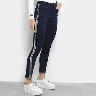 5bc6f87e3f Calça Jeans Skinny My Favorita Thing (s) Faixa Lateral Barra Desfiada  Cintura Média Feminina