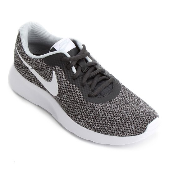 387a46245ab Tênis Nike Tanjun Se Feminino - Preto e Branco - Compre Agora