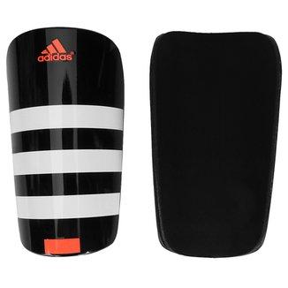 Compre Caneleiras Pequenas para Futebol Online  61b2bb6570f1b