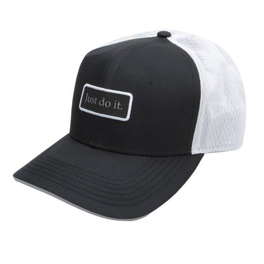 Boné Nike Aba Curva Clc99 Trucker - Preto e Branco - Compre Agora ... 85191709f7af4