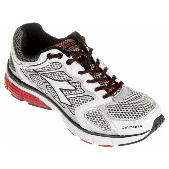 Tênis Diadora New Stratus Masculino - Branco e Vermelho - Compre ... 014ae5d09df
