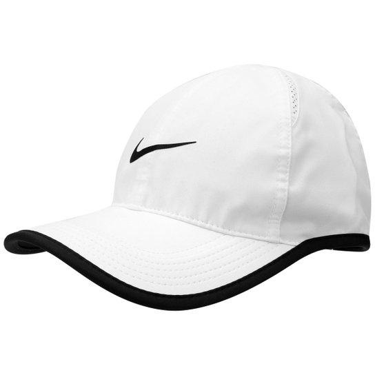 Boné Nike Aba Curva Featherlight - Branco e Preto - Compre Agora ... 3d5d4ab6cd9be