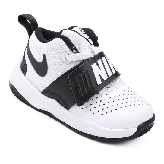 513c8d1b718 Tênis Infantil Couro Nike Team Hustle D Masculino - Branco e Preto ...