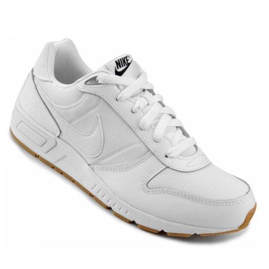 20f33636c27 Tênis Nike Nightgazer Masculino - Branco e Preto - Compre Agora ...