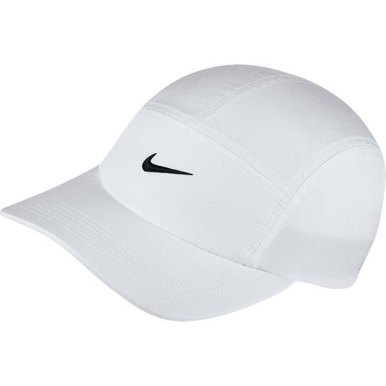 Boné Nike Aba Curva Aw84 Core - Branco e Preto - Compre Agora  3dea84f9b6d