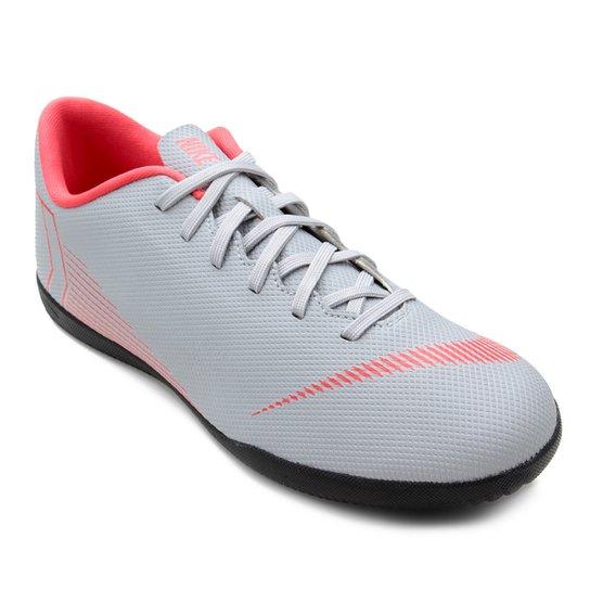 bd67bc254 Chuteira Futsal Nike Mercurial Vapor 12 Club - Cinza e Preto
