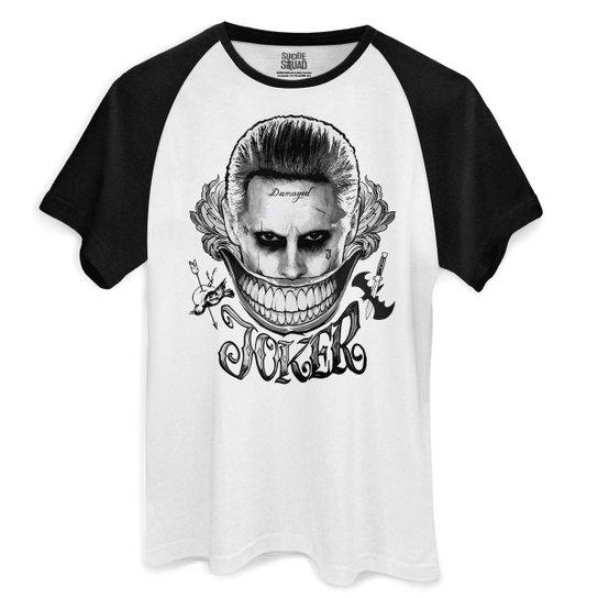 9991e7dd7e Camiseta DC Comics bandUP! Raglan Esquadrão Suicida The Joker Damaged -  Branco+Preto