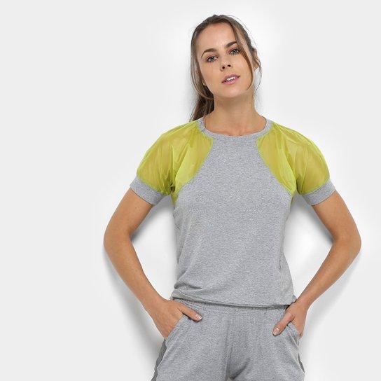 Camiseta Fila Vitra Feminina - Cinza e Amarelo - Compre Agora  d29a945aa3a