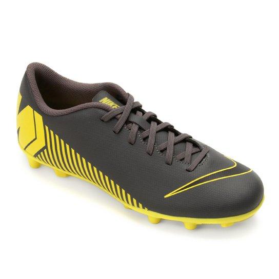 d317ffd63ee00 Chuteira Campo Nike Vapor Mercurial 12 Club FG - Cinza e Amarelo ...