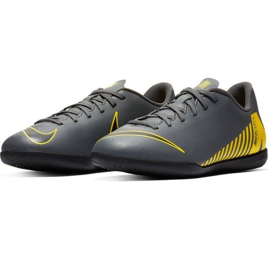 dcf69210d352e Chuteira Futsal Infantil Nike Mercurial Vapor 12 Club Gs IC - Cinza+Amarelo