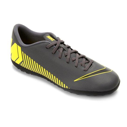 Chuteira Society Nike Vapor 12 Club TF - Cinza e Amarelo - Compre ... 24a5957580cb2