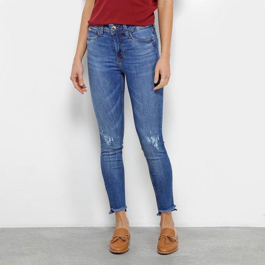 83f4b53878 Calça Jeans Skinny Colcci Bia Estonada Puídos Barra Desfiada Assimétrica  Cintura Alta Feminina - Azul
