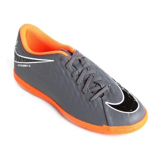 50d45f5e481cf Chuteira Futsal Nike Hypervenom Phantom 3 Club IC - Cinza e Laranja ...