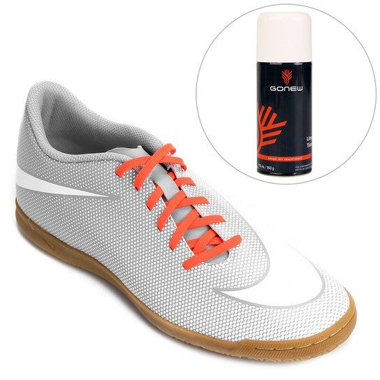 71a4c732b614a Kit Chuteira Nike Bravata 2 IC Futsal + Limpa Tênis - Gonew - Branco+Cinza